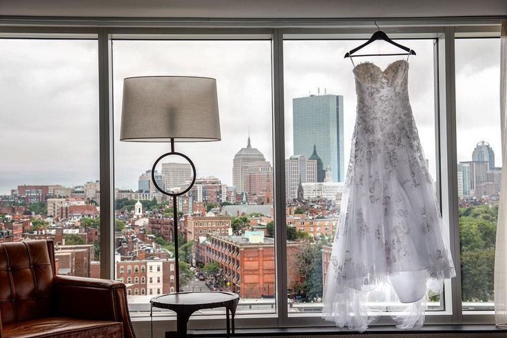 I photographed Luisa's dress in many places in her bridal suit. I had to show this one with the beautiful city of Boston  in the background!   Bride: @montes9862 | Flowers: @newleafflores | Venu: @liberty_hotel | Cake: @gondresbakery | Dress: @manhattanbridals | Make up: @lashesbyanacarmona .  .  .  #tatianablancophotography #weddingphotographerinboston #weddingphotography #weddingphotos #weddingphotographer #bostonwedding #massachussetsphotographer #bostonweddingphotographer…