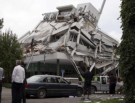 Google Image Result for http://hiyakustudio.com/wp-content/uploads/2011/03/christchurch-new-zealand-earthquake-images-.jpg