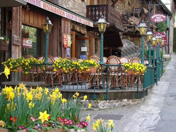 Bar Tea Saloon Yvoire - Geneva Lake