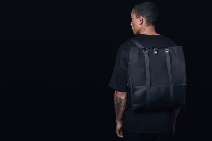 NEW! - QWSTION - SHOPPER - BLACK LEATHER - Our classic tote bag with snapbutton closure features the Simplestrap-system with leather handles that makes for multiple carrying options. It allows you to wear the Shopper in your hand, over your shoulder, and also as a backpack. A reliable companion to assist you with your shopping and much more.