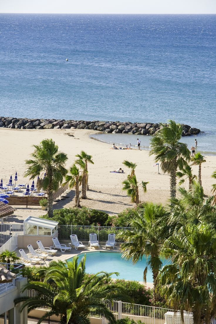 Sea or swimming-pool, the choice is yours @ Mercure Thalassa Port Fréjus #CoteDAzur #France