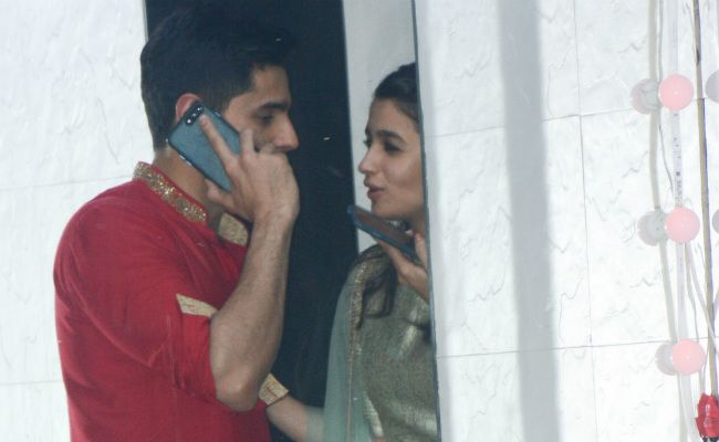 Alia Bhatt And Sidharth Malhotra Are Trending For These Pics From Sanjay Kapoor's Party - NDTV