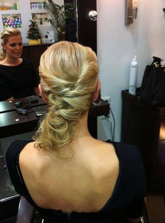 Αποφύγετε να χρησιμοποιείτε εργαλεία styling με θερμότητα καθώς αλλοιώνονται τα βαμμένα ξανθά μαλλιά σας. Εαν σας είναι απαραίτητα, εφαρμόστε τουλάχιστον πρώτα στα μαλλιά ένα προστατευτικό σπρέι κατά της θερμότητας. http://www.konstantinosxatzis.com/xantha-mallia/  #blonde