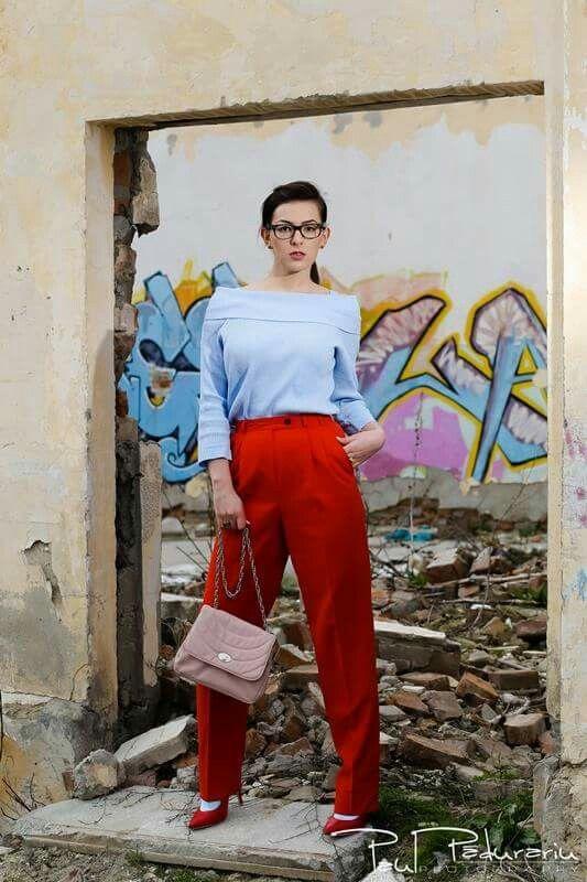 Fashion Blogger  www.ramonacervenciuc.ro  #rosequartzbag #redpants #blueserenitysweater #springoutfit