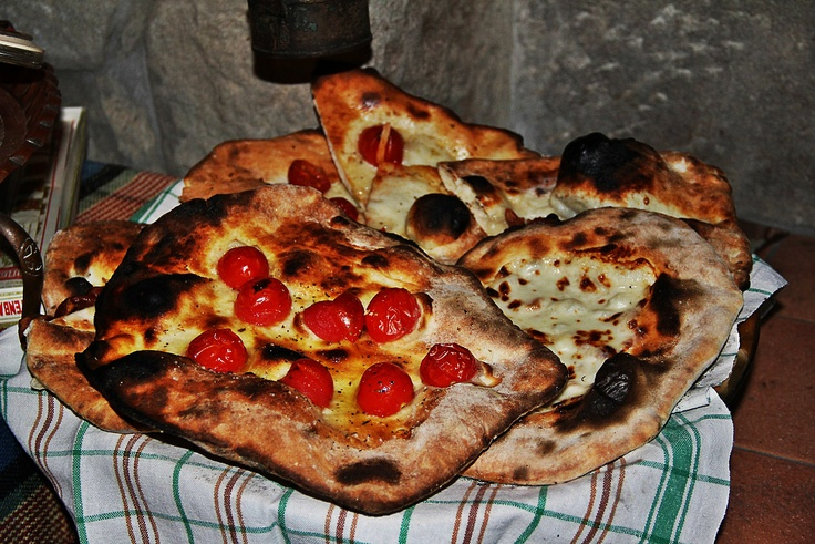 Focaccia's Time in Chiozza, Garfagnana, Tuscany  Traditional food, like PIzza!!