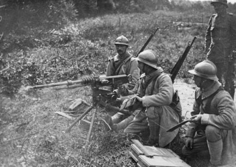 This photo shows French soldiers using a Hotchkiss machine gun. Read an account from my godfather Colin Greener, who was in charge of a machine gun unit in World War One, by clicking here: www.elinorflorence.com/blog/canadian-cavalry.