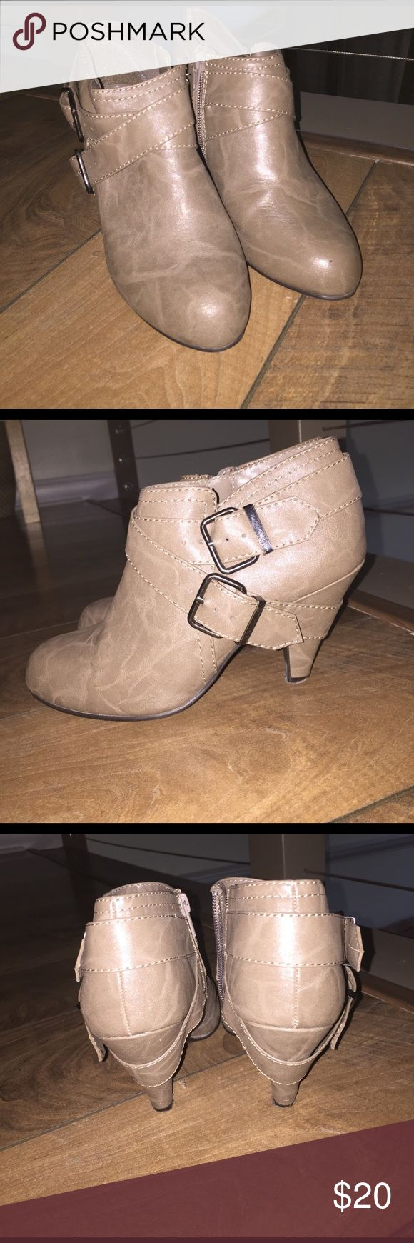 Gray leather ankle boots with buckles, zipper side Gray leather ankle boots with buckles, zipper side New Look Shoes Ankle Boots & Booties