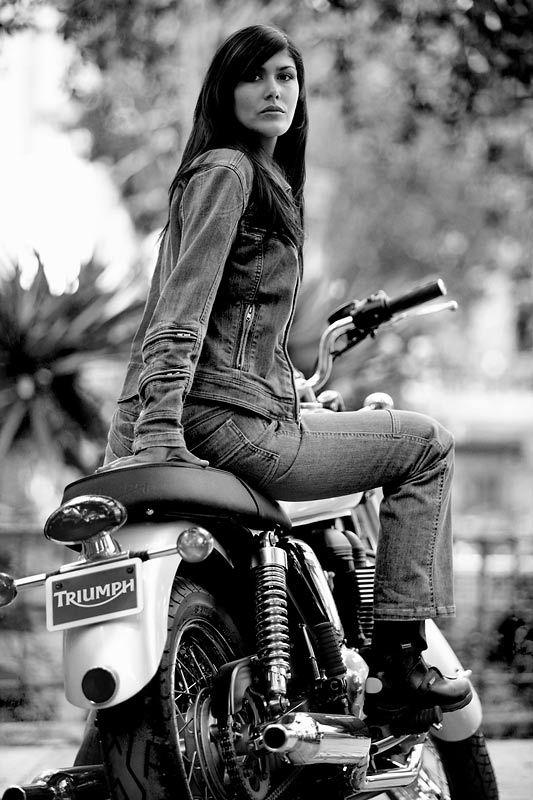 girls-sex-redhead-biker-chickstures