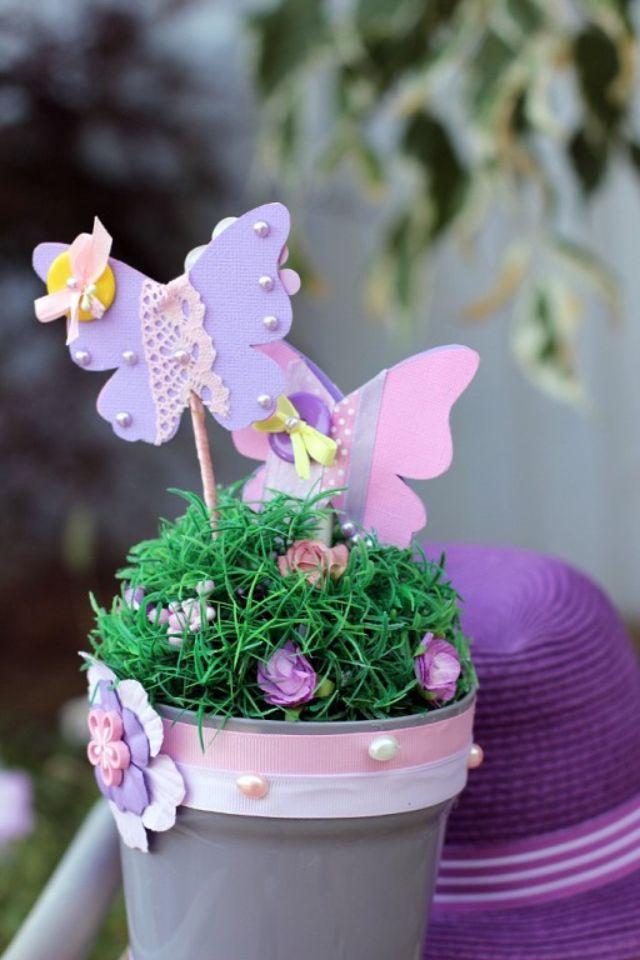 Композиция в цветочном кашпо. Бабочки.
