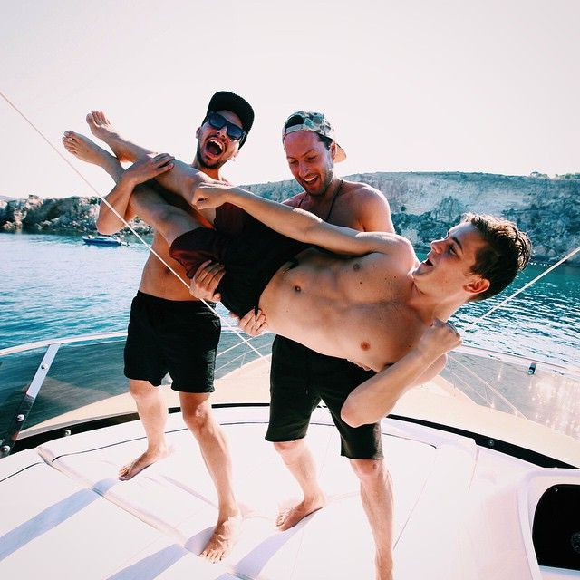 DRAGON is finally released and entered the beatport chart at 17!! celebrating it with @matissesadko before our show in Malta tonight! Grab your copy and help us get higher! (link in profile) #MALTA Martin Garrix