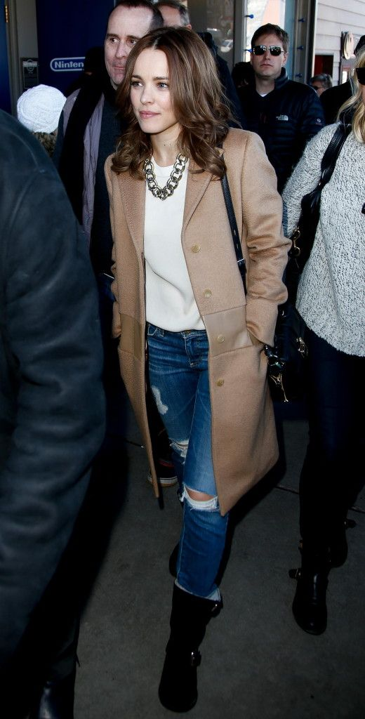 We adore this street style on Rachel McAdams. A gorgeous camel knee length coat paired with holy jeans and a chunky chain necklace. Perfectly perfect on this starlet. #redcarpet101 #sundance