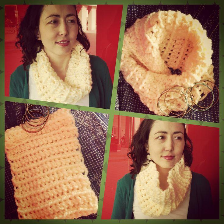 Cuello de una vuelta tejido a crochet disponible en todos los colores. Info a través de lanitasycrochet@gmail.com - whatsapp 3003983512