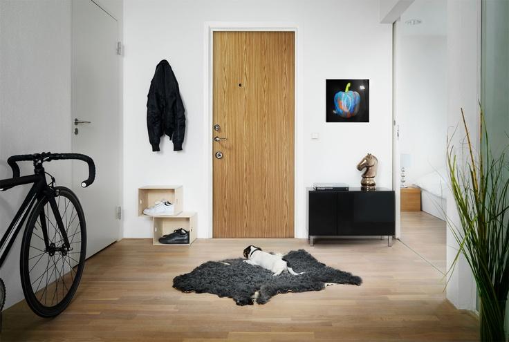 Velkommen til et tryggere hjem! Visste du at det er døren og ikke låsen som gjør det vanskelig for innbruddstyven å bryte seg inn? Bytt til den mest elegante og avanserte sikkerhetsdøren i stål som finnes. Den beste beskyttelsen av hjemmet du kan få!