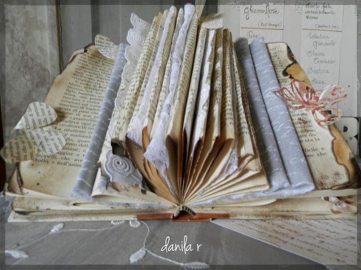 Matrimonio Tema Up : Un vecchio libro e delle farfalle leggere il tema di