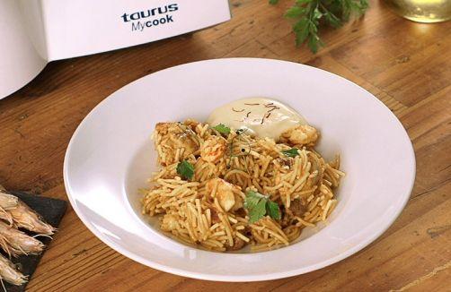 Fideuá de pollo y langostinos con Mayonesa de ajos fritos, al estilo Chicote para #Mycook http://www.mycook.es/receta/fideua-de-pollo-y-langostinos-con-mayonesa-de-ajos-fritos-al-estilo-chicote/