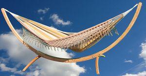 Deze hangmat uit Colombia is handgemaakt en geverfd met natuurlijke kleurstoffen. De Momposina hangmatten passen prachtig in de Arc houten hangmat standaard