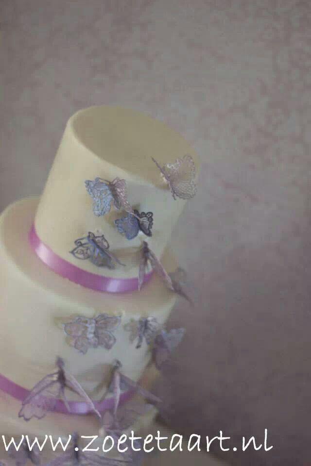 Weddingcake purple butterfly lace