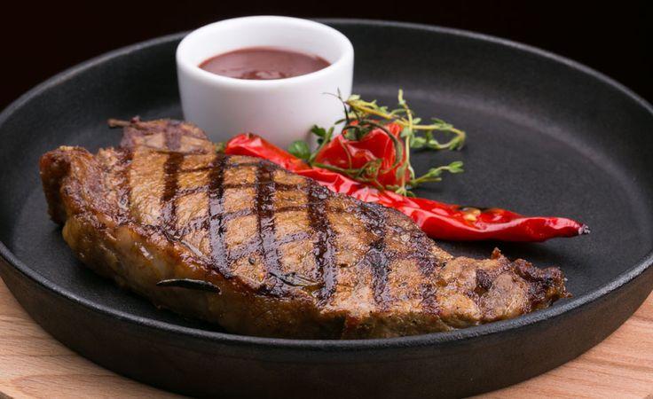 Продолжаем дегустировать меню и не только вегетарианское) Стейк «Рибай» в #Erarta. http://erartacafe.com/ #restaurant #cafe #food #fish