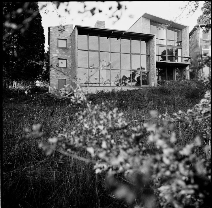 Featherston House designed by Robin Boyd, 22 The Boulevard, Ivanhoe, Victoria. Photo Mark Strizic.