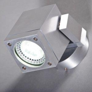 Foco para exterior TICO - Foco para exterior en aluminio con reflector ajustable. Con protección IP55, por lo que también es apto para instalar en los baños.