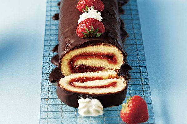 Συνταγή για αφράτο κορμό με σοκολάτα και φράουλα!
