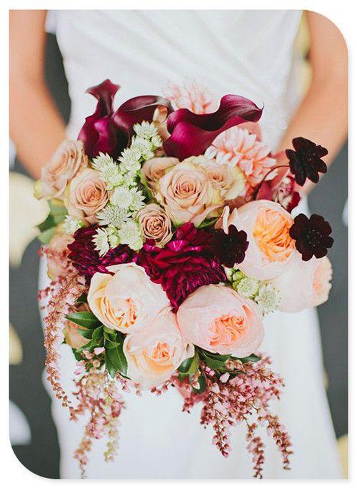 Wine-colored bouquet dark wine colors are the accent