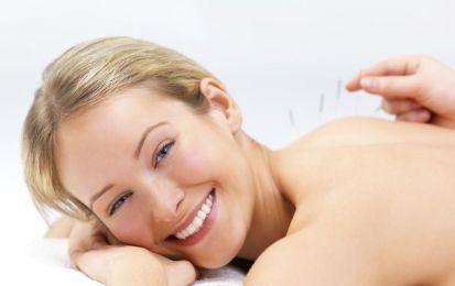 L'agopuntura per combattere ansia, stress e attacchi di panico - L'agopuntura è una terapia piacevole, rilassante ed energizzante: scopriamo i suoi benefici indirizzati soprattutto a curare ansia, stress e attacchi di panico.
