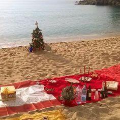 Continuano i festeggiamenti di #natale sulla spiaggia di #cavoli a #marinadicampo #camponellelba nello scatto di Raisa Casu. Continuate a taggare le vostre foto con #isoladelbaapp il tag delle vostre vacanze all'#isoladelba.