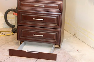 Toekick Drawer for Kitchen Cabinet  Can't wait until I can actually do this somewhere!
