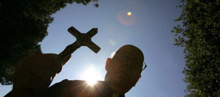 Cosa diceva del diavolo (e di come sconfiggerlo) Padre  Amorth, il sacerdote esorcista