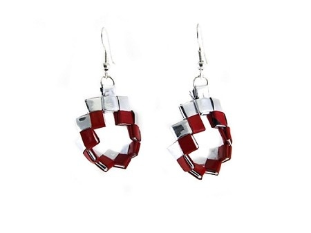 Small Recycled Chip Bags Circular Woven Earrings         http://www.upavimcrafts.org/Small-Recycled-Chip-Bags-Circular-Woven-Earrings_p_421.html