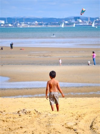 Ryde beach on the Isle of Wight, golden sand ideal for family holidays with the kids in summer #isleofwight #iw #iow