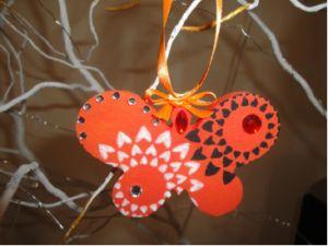Dieses Schmetterling aus Styrofoam ist einfach zum Nachmachen und ideal für einen Blumenstrauß. Schau rein und hol dir die kostenlose Anleitung.