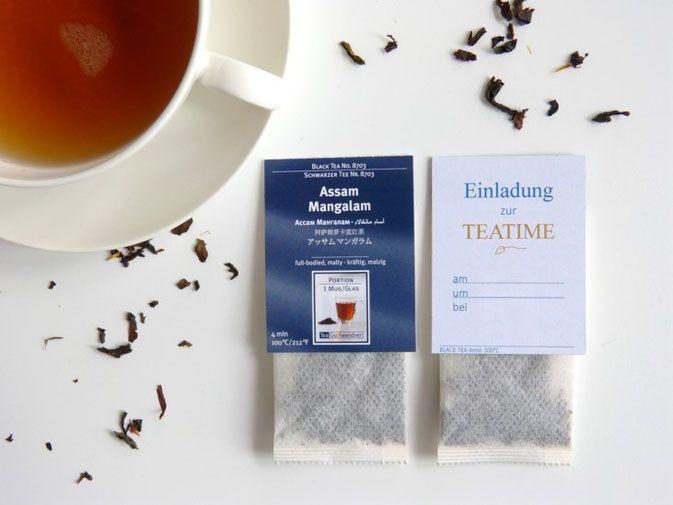 Einladung zur TEATIME Schwarzer Tee statt Kaffee - Studio Maxeiner; tolle Einladung zum Selbermachen; Teebeutel Schwarzer Tee von Tee Gschwendner mit neuem Etikett versehen; kostenlose Druckvorlage