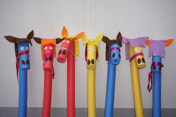 Pferde aus Pool-Nudeln