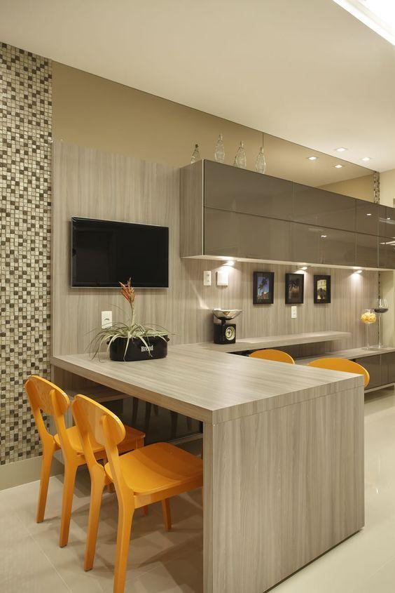 Une #cuisine effet #bois.. #déco #maison http://www.m-habitat.fr/par-pieces/cuisine/quelles-couleurs-pour-ma-cuisine-2603_A