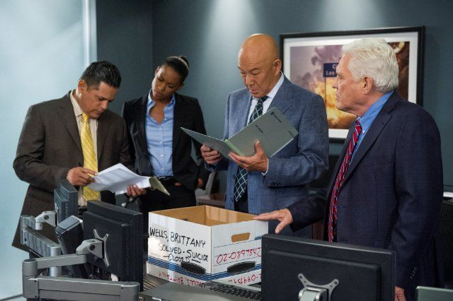 Still of G.W. Bailey, Michael Paul Chan and Raymond Cruz in Major Crimes (2012)