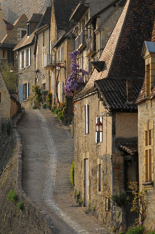 Beynac-et-Cazenac, Dordogne   France. I want to explore this town by bicycle - an old fashioned one