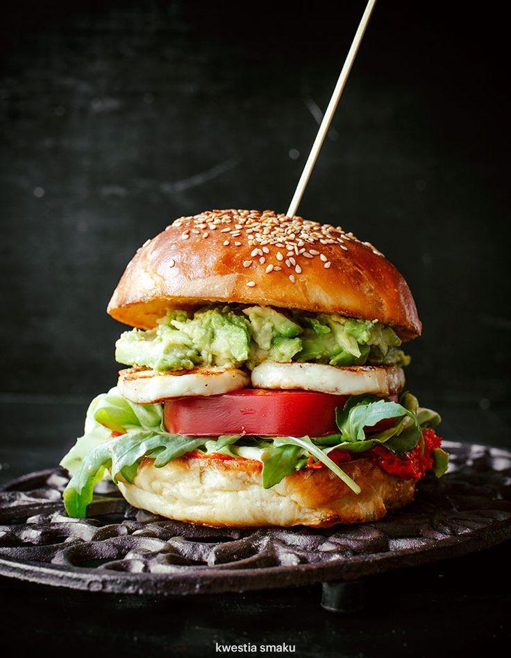 Burger with halloumi, tomato and avocado.