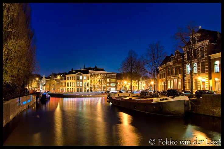 Vandaag de 2e serie foto's van de photowalk in Groningen van afgelopen zaterdag: de avondfoto's. Mooie plekken langs de diepenring van Groningen, sfeervol verlicht. Erg leuk om te doen en gezellig met een enthousiaste groep fotografen.