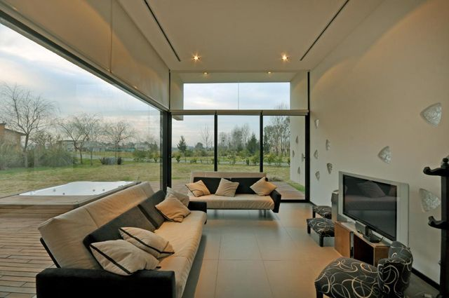 Terravista House   http://vanguardaarchitects.com/what-we-do.php?sec=house&project=127