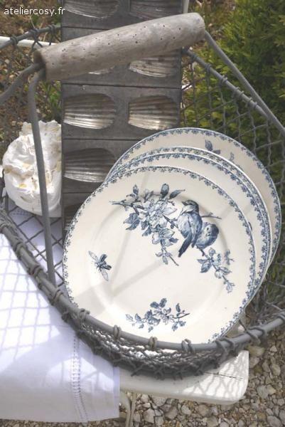 Moules à madeleine et assiettes en terre de fer