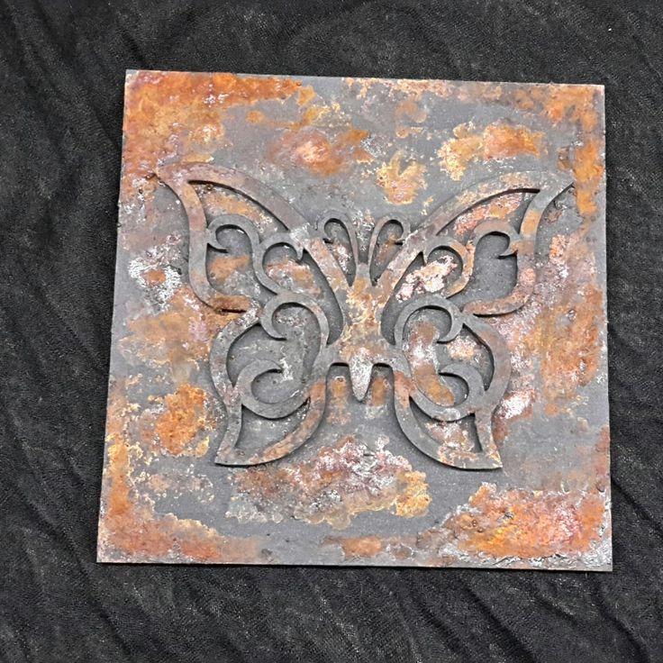 Rozsdás fém hatású fa falikép 15cm x 15cm pillangó