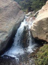 una cascada escondida muy cerca de santiago de chile