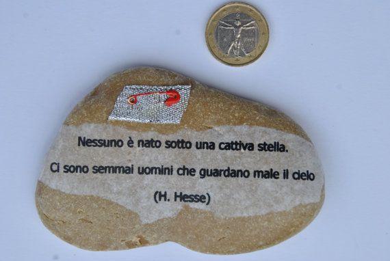 sasso fermacarte con aforisma Hermann Hesse di comivishop su Etsy
