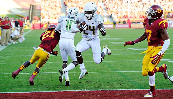 Oregon Survives Shootout With U.S.C. to Remain Undefeated; Kenjon Barner rushes for over 300 yards - NYTimes.com