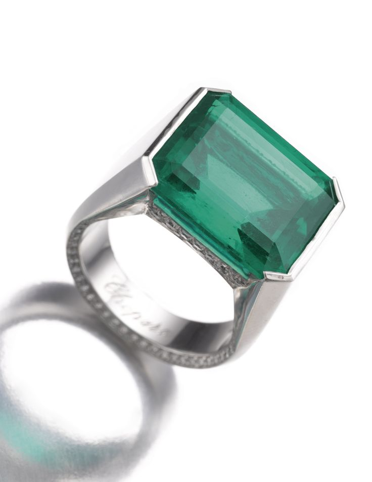 Emerald ring chopard