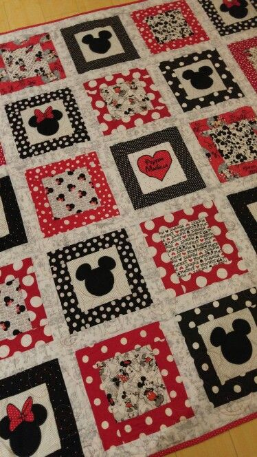 Cute minnie mouse quilt www.ktb8293.etsy.com