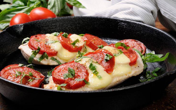 Φτιάξτε κοτόπουλο φιλέτο με μοτσαρέλα και ντοματίνια