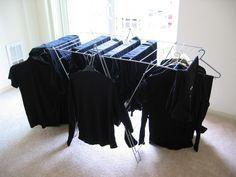 Vos vêtements de couleur noire ternissent au lavage ? Voici une astuce…